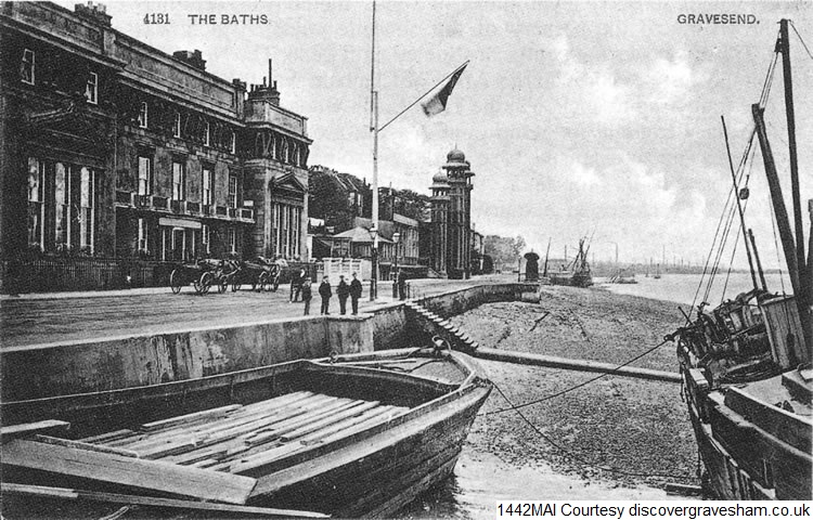 Yacht Club near the Baths